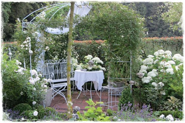 romantische rosen brigittas rosentraum stadtlandflair. Black Bedroom Furniture Sets. Home Design Ideas