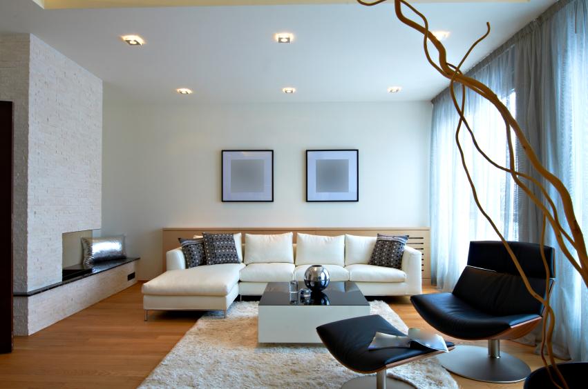 Raumgestaltung mit Bildern und Möbeln