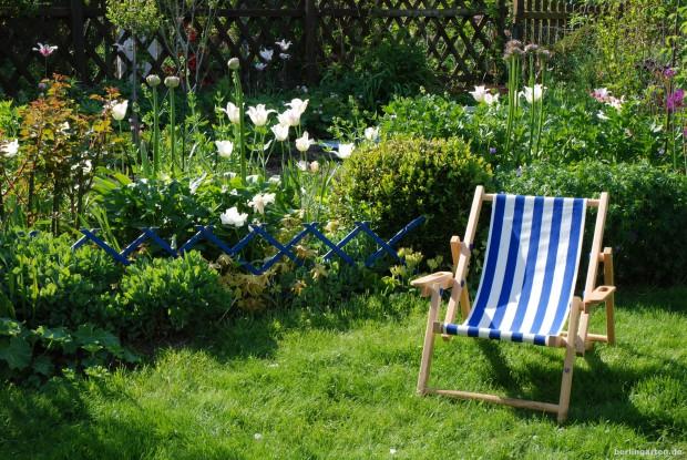 Gartenstuhl in der Sonne im berlingarten