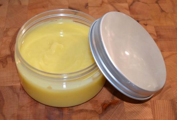Die fertige Ringelblumen-Creme hilft gegen rissige und trockene Haut und tut einfach gut.