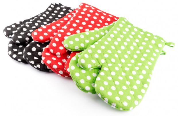 Topfhandschuhe gibt es in allen Farben und allen Küchen.
