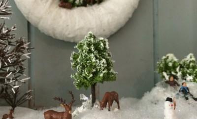 Sieht es nicht friedlich aus, wie die Rehe im Schnee nach Essbarem suchen?