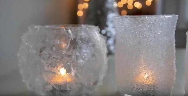 Vereiste Kerzenleuchter: Das Licht wirkt durch die Brechung noch wärmer und romantischer.