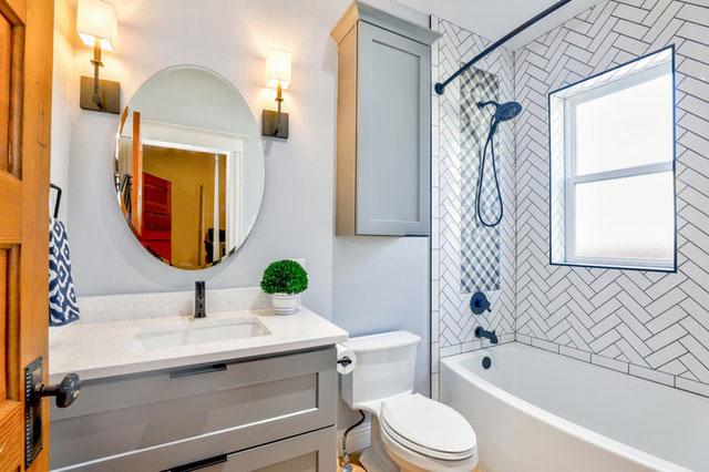 6 Einrichtungs-Ideen: So wirken kleine Badezimmer größer ...