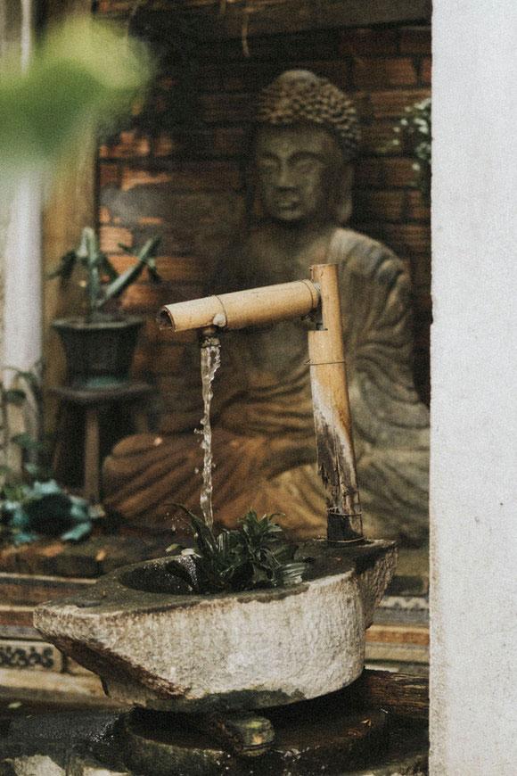 Bali Garten Wasserlauf
