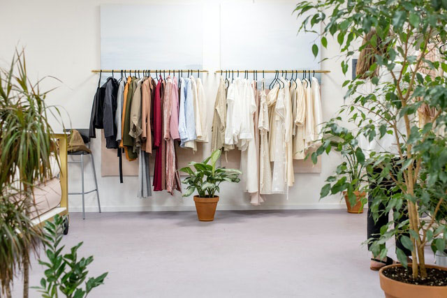 Nachhaltigen Kleiderschrank einrichten