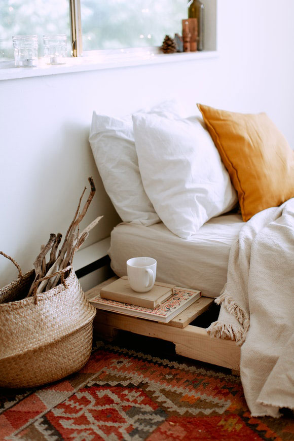 Naturholzbett nachhaltiges Schlafzimmer