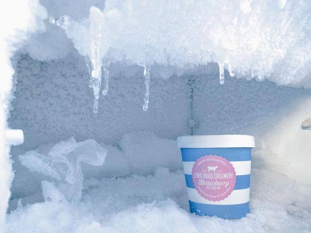 Gefrierschrank voller Eis